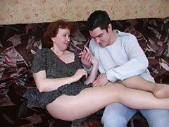 Ruski Zreli mama u najlonke i njezin dečko! amater!